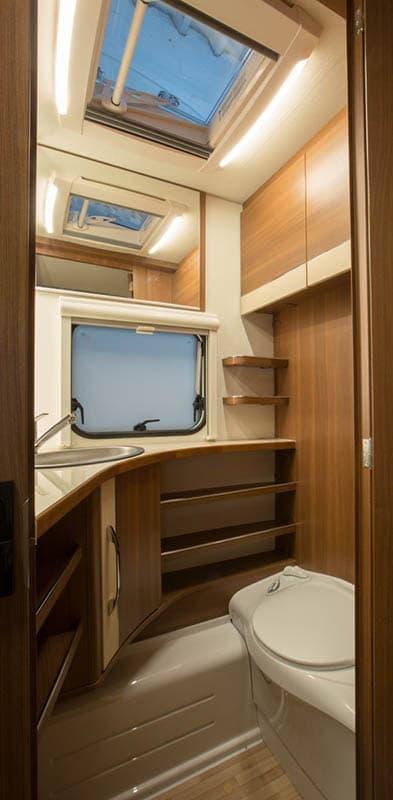 חדר שירותים יוקרתי קרוואן maestro 530K