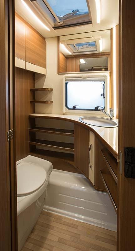 חדר שירותים בקרוואן מאסטרו maestro_480E