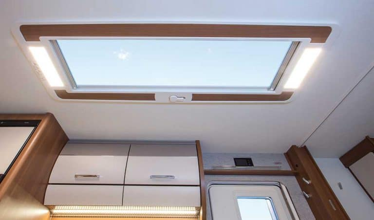 vivo 532-k skyroof חלון בגג הקרוואן